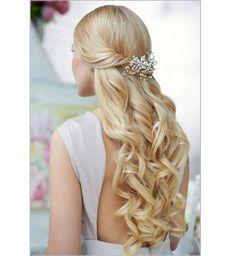 Idée coiffure de mariage : des boucles serrées - Cosmopolitan.fr