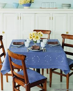 White-cotton table linens and hand-sewn seat-cushion covers (stuffed with batting) are stippled with dots and rings by using cake-decorating tips and wooden dowels; then they are dyed periwinkle or coffee brown. Decor Crafts, Diy Home Decor, Dark Wood Furniture, Creative Textiles, Tablecloth Fabric, Easy Sewing Projects, Sewing Ideas, Diy Projects, Batik Prints