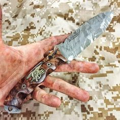 No sky too high no sea too rough, we will find you, we will kill you! Cool Knives, Knives And Swords, Die By The Sword, Edc, Custom Knives, Knife Making, Kitchen Knives, Blade, Navy Seals