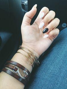 Grafika przez We Heart It https://weheartit.com/entry/141301008 #blackandwhite #claws #nails #whitenails #almondnails #clws