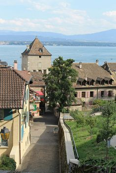 Nyon, Switzerland UN BELLO LUGAR, SOLO CON MIRARLO TE RELAJA, HERMOSO.