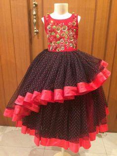 Girls Frock Design, Kids Frocks Design, Baby Frocks Designs, Baby Dress Design, Kids Party Wear Dresses, Kids Dress Wear, Kids Gown, Cute Dresses, Frocks For Girls