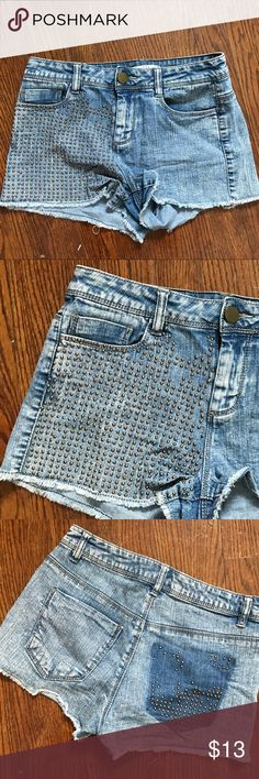 Grommet high waisted jean shorts Thank you for looking!  I ship within 2 days shipping excluding holidays I do not trade! I only accept offers through the offer button! Thank you for shopping and feel free to ask any questions! Shorts Jean Shorts