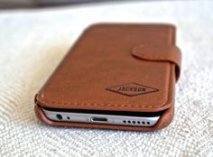 iPhone 6s Wallet / iPhone 6s Plus Wallet - Personalized - Custom Engraved(Etsy のSwankyBadgerDesignより) https://www.etsy.com/jp/listing/255254070/iphone-6s-wallet-iphone-6s-plus-wallet