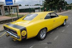 Dodge Charger yellow #dodgeclassiccars #dodgechargerclassiccars