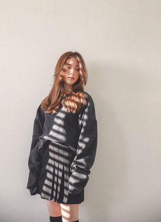 Dark gray oversized sweatshirt with pleated skirt - Asian girl style