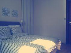 Chambre Lit Ikea Lauvik matelas Hovag pieds Bjorli Housse de