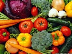 Vegetable nutrition chart: Nutrient chart with pictures provides an easy cross-reference for vitamin and mineral content in fruits and vegetables. Yummy Vegetable Recipes, Healthy Recipes, Eat Healthy, Juice Recipes, Healthy Skin, Healthy Weight, Healthy Options, Smoothie Recipes, Easy Recipes