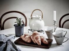 my scandinavian home: A small Swedish space in winter whites Grey Mugs, Kitchen Collection, Scandinavian Home, Living Room Kitchen, Recipe Of The Day, Winter White, Hygge, Decoration, Mad