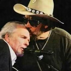 Hank Jr kissing Merle Haggard at the Annual BMI Awards Country Musicians, Country Music Artists, Country Music Stars, Country Singers, Outlaw Country, Country Boys, Music Guitar, My Music, Music Mix
