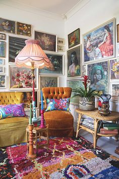 This maximalist bohemian space has plenty of colorful rugs, wall hangings, gallery walls and colorful chairs. We love the mid -century modern furniture combine with the bright textiles. Maximalist Interior, Living Room Decor, Bedroom Decor, Bedroom Furniture, Wall Decor, Deco Studio, Australian Homes, Home And Deco, Eclectic Decor