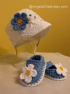 Cute Beanie with brim hat and MaryJane booties Crochet Slipper Pattern, Crochet Slippers, Crochet Patterns, Crochet Baby Beanie, Crochet Baby Shoes, Diy Projects To Make And Sell, Cute Beanies, Baby Embroidery, Cute Gifts