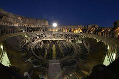 5月から10月第1週までの毎週木曜と土曜に行われる円形競技場コロッセオ(Colosseum) のナイトツアー、「ムーン・オーバー・ザ・コロッセオ」