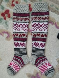 Sinikan sydänsukat. Malli Sinikka Nissi. Wool Socks, Knitting Socks, Free Knitting, Knitting Patterns, Filet Crochet, Diy Crochet, Patons Yarn, Diy Crafts Knitting, Sock Yarn
