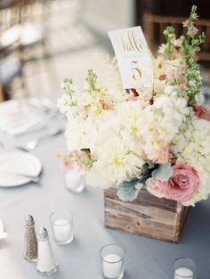 Understated elegance: http://www.stylemepretty.com/2015/07/16/intimate-beachside-spring-wedding-on-fripp-island/ | Photography: Shannon Duggan - http://shdphotography.com/