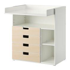 IKEA - STUVA, Wickeltisch mit 4 Schubladen, weiß/Birkenachbildung, , Der Wickeltisch wächst mit dem Kind; lässt sich leicht in einen Schreibtisch oder eine Spielfläche umwandeln: einfach die Platte in der passenden Höhe einschieben.Praktische Aufbewahrung in Reichweite: So hat man immer eine Hand am Baby.Dank der zwei versetzbaren Böden lassen sich Fächer in gewünschter Höhe gestalten.