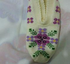 Moda Emo, All Craft, Needlepoint, Tatting, Diy And Crafts, Knit Crochet, Cross Stitch, Slippers, Lilac