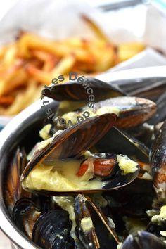 Moules au boursin ail et fines herbes Cooking Chef, Cooking Recipes, Scalloped Oysters, Boursin, Scallops, Sweet Home, Yummy Food, Favorite Recipes, Nutrition