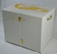 instagram: @boxcouture #proposal #engagement #arab #gulf #unitedarabemirates #uae #dubai #abudhabi #q8 #qatar #oman #kuwait #saudi #saudiarabia #ksa #afrah #zaffah #dazzah #daza #wedding #luxuryflowers #floralarrangements #bride #bridal #gifts