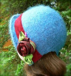 The Bennett Cloche by FuzzpotGirl, via Flickr Ambrosia Cottage (Lisa Cruse) has loads of vintage style (mostly felted) hat patterns that are easy to make and the creativity is in the embellishing.