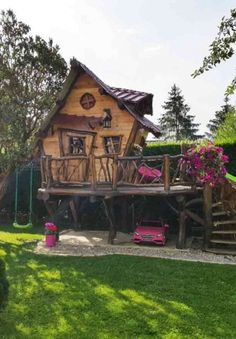 Cheap wooden garden shed: how to beautify it easily Large Backyard Landscaping, Backyard Sheds, Little Green House, Little Houses, Outdoor Fun For Kids, Backyard For Kids, Fairy Houses, Play Houses, Artist Shed