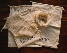 Biome's certified organic cotton reusable produce bags are extremely lightweight and durable and perfect for collecting and storing fruit, vegetables, bread, nuts and bulk goods instead of using plastic bags. Find them in-store and online! Link in bio. Image thanks to @mamasunshiine.