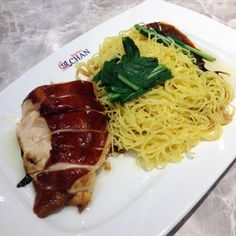 $2.50 USD Michelin Star meal at Hong Kong Soya Sauce Chicken Rice & Noodle in Singapore