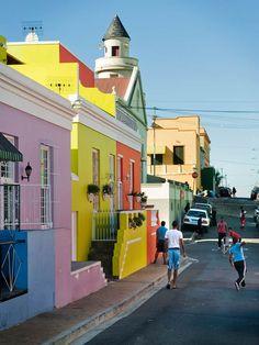 Världsberömda Bo-Kaap har alla färgglada husfasader man kan drömma om i Sydafrika. South Africa, Street View, Travel, Viajes, Trips, Tourism, Traveling