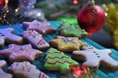 Fursecuri, prajiturele, bomboane si biscuiti, toate pentru Craciun :) | Retete culinare cu Laura Sava Food Cakes, Gingerbread Cookies, Delicious Desserts, Cake Recipes, Good Food, Ice Cream, Sweets, Baking, Mai