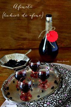 Afinată sau lichior de afine făcut în casă Appetizer Recipes, Appetizers, Tasty, Yummy Food, Irish Cream, Frappe, Preserves, Pickles, Coffee Maker