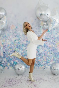 Get inspired with LENZO's take on a disco themed birthday bash, inspired by Nicole Richie's 35th bday! Think clashing metallics, an abundance of dainty blooms and strong contrasting colours!