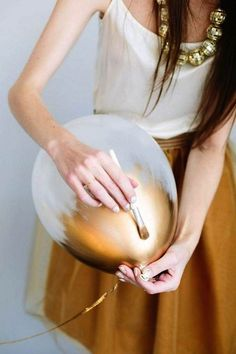 DIY Metallic Gold Painted Balloons - Featured Tutorial and Balloons: Balloon Time