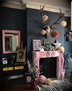 Living Room Inspiration, Home Decor Inspiration, Decor Ideas, Gouts Et Couleurs, Living Room Decor, Bedroom Decor, Home Interiors And Gifts, Deco Boheme, Dark Interiors