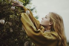 klimtely: Kiss me like you wanna be loved. Hufflepuff Students, Katie Bell, Hogwarts Mystery, Rose Tyler, Camping Life, Outdoor Life, Travel Photography, Harry Potter, High Fashion