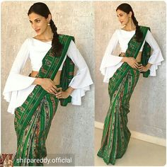 Have a look at the latest blouse designs trends for this year. Sari Design, Sari Blouse Designs, Fancy Blouse Designs, Saree Wearing Styles, Saree Styles, Designer Kurtis, Designer Wear, Style Indien, Vogue Dress Patterns
