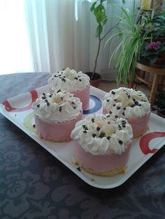 Strawberry mini cakes