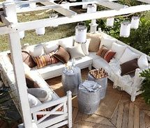 """patio--make with pallets!!! :)I wish the link gave more details about building the pallet patio!  Pinned to """"It's a Pallet Jack"""" by Pamela"""