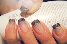 Start by doing a French manicure with a black finish and end by lightly spreading sparkles at the tips.