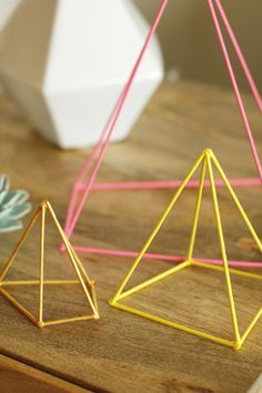 DIY Geometric Sculpture - a cute and simple way to add a bright and modern edge to your home. Creative Crafts, Diy And Crafts, Decoracion Low Cost, Mobiles, Do It Yourself Inspiration, Geometric Sculpture, Geometric Decor, Geometric Wedding, Idee Diy