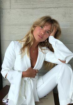 Woman All White Outfits White Fashion, Retro Fashion, Girl Fashion, Fashion Outfits, Style Fashion, Woman Outfits, Womens Fashion, All White Outfit, White Outfits