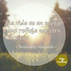 """La Ley del Espejo"" de Yoshinori Noguchi. Síguenos en http://almadecoaching.com #Coaching #reflexión #cita #frase #quotes #coachsevilla #coachingsevilla"
