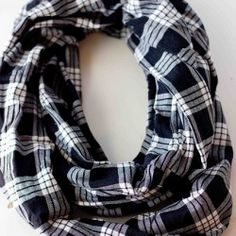 How to sew an infinity scarf in minutes on sweetcsdesigns.com - this is a very easy and basic project and is perfect for beginner sewers!