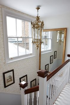 Sarah Richardson London Flat Entry Hall - Love that the top of the stairs is as pretty as the bottom! Mirror Stairs, Stairway Walls, Stairs Window, Stairway Lighting, Stair Wall Decor, Landing Decor, Upstairs Landing, Upstairs Hallway, Stairway Decorating