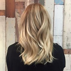A gorgeous blonde root stretch. Hair by @lindsayjoneshair Allissa's natural…