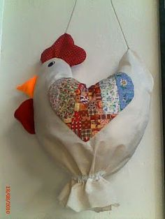 Cute bag holder - shaped like a chicken. Free pattern on website Fabric Crafts, Sewing Crafts, Sewing Projects, Crafts To Make, Arts And Crafts, Diy Crafts, Grocery Bag Holder, Grocery Bags, Chicken Crafts