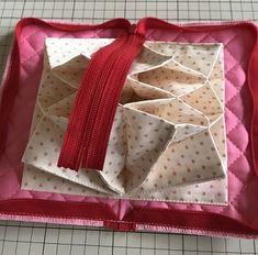 最強カード収納ポーチ、ジャバラポーチの作り方(図解入り) | hapimade手芸教室|ハンドメイド・手作りのお手伝い Pouch, Knitting, Projects, Log Projects, Tricot, Sachets, Breien, Knitting And Crocheting, Crochet