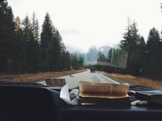 travel, book, and car afbeelding