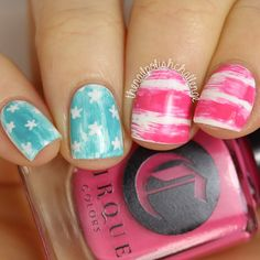 Patriotic nails. (by @thenailpolishchallenge on IG)