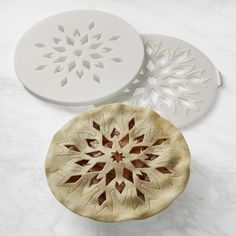 Williams Sonoma carries all the essentials for holiday baking this Christmas. Find Christmas bakeware and holiday bakeware, such as snowflake cookie cutters, for preparing holiday baked goods at Williams Sonoma. Williams Sonoma, Beautiful Pie Crusts, Pie Crust Designs, Pies Art, Baking Utensils, Peanut Butter Desserts, Easy No Bake Desserts, No Bake Bars, Baked Banana