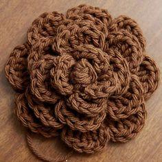 crochet flower: really good pattern. great to put on headbands!
